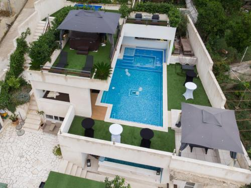 A view of the pool at Villa Luciana Residence or nearby