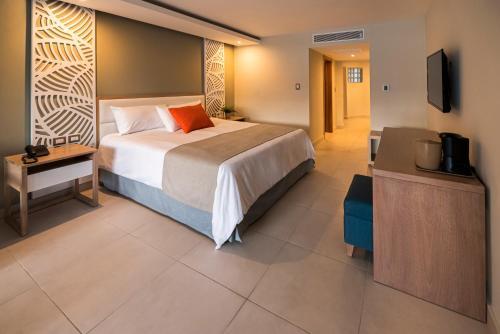 Кровать или кровати в номере Casa Marina Beach & Reef All Inclusive