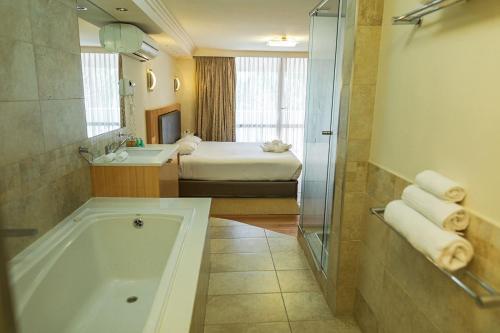 A bathroom at Indian Ocean Hotel