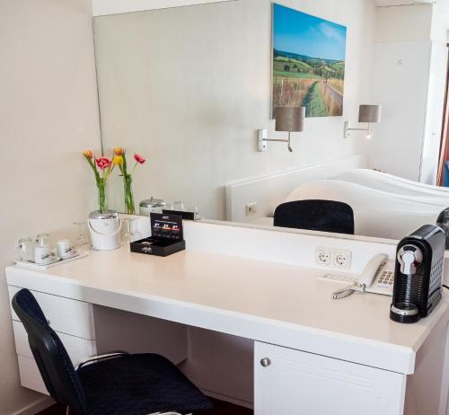 A bathroom at Best Western Hotel Slenaken