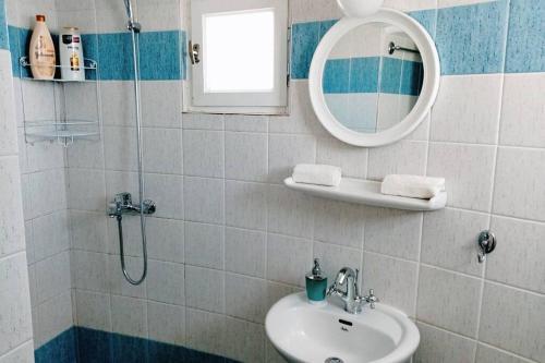 A bathroom at Casetta Annaise Mykonos-Myconian House for two