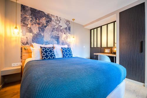 A bed or beds in a room at Residence Les Boulevards
