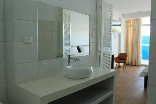 A bathroom at La Casa de Algodon