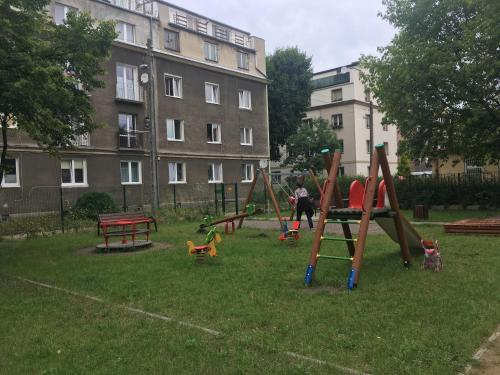 Plac zabaw dla dzieci w obiekcie Apartament Wrzeszcz