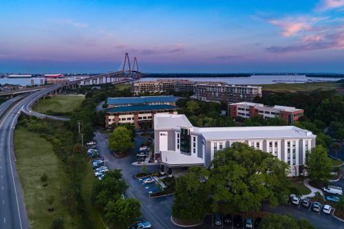 A bird's-eye view of Hotel Indigo Charleston - Mount Pleasant, an IHG Hotel