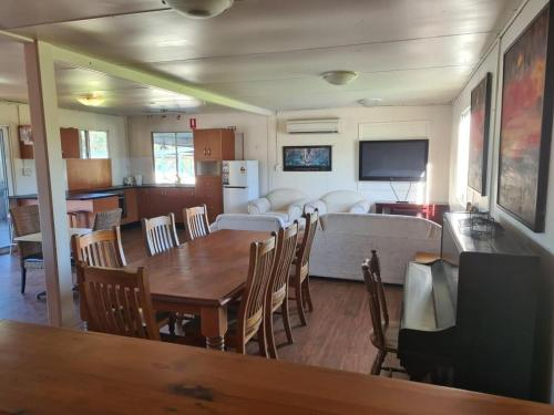 A restaurant or other place to eat at Australian Motor Home Tourist Park Twelve Mile Creek