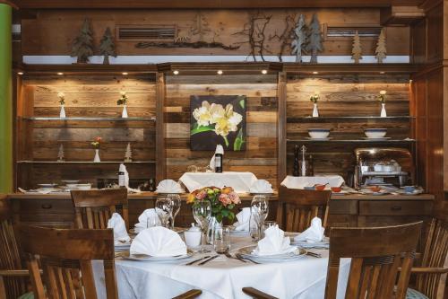 Restauracja lub miejsce do jedzenia w obiekcie Alpejski Boutique Hotel