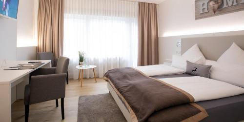Ein Bett oder Betten in einem Zimmer der Unterkunft Hotel Hangelar