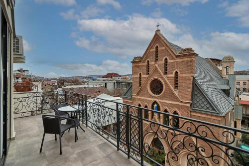 A balcony or terrace at Hotel City
