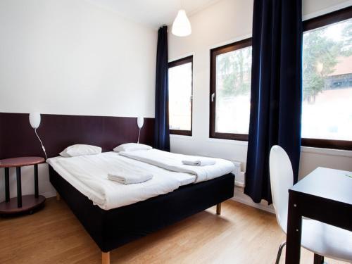Säng eller sängar i ett rum på Hotell Dialog
