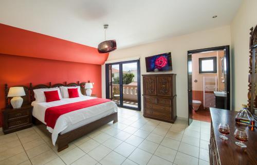 Letto o letti in una camera di Manolia Dream Apartment 3-bedrooms 30m to the beach