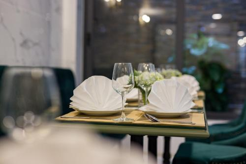 A restaurant or other place to eat at Amorita Boutique Hotel Hanoi