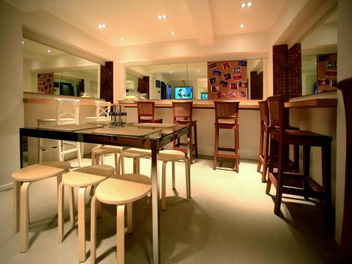 A restaurant or other place to eat at Silom One