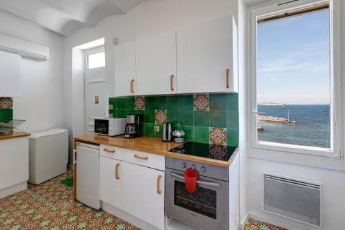 A kitchen or kitchenette at Cabanon de Malmousque