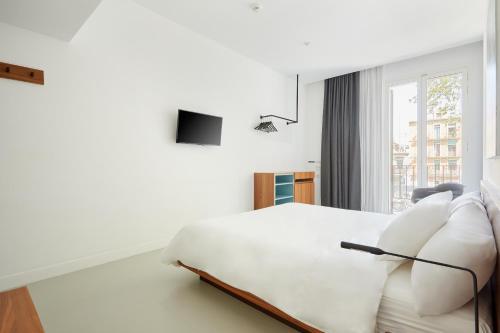A bed or beds in a room at Sonder l La Casa del Sol