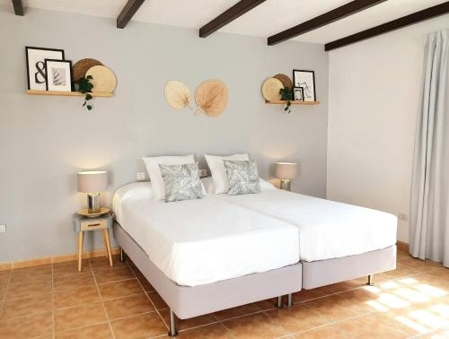 A bed or beds in a room at Casas Heddy