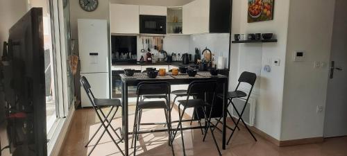 A kitchen or kitchenette at TERRASSES PARC NATIONAL DES CALANQUES-SORMIOU