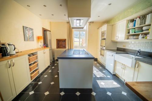 A kitchen or kitchenette at Le Richmond