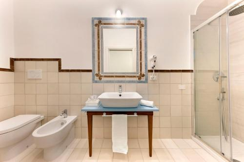A bathroom at Rosa Magra Guest House