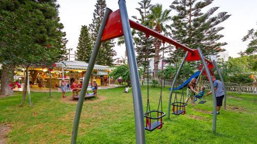 Lasten leikkialue majoituspaikassa Paleos Hotel Apartments