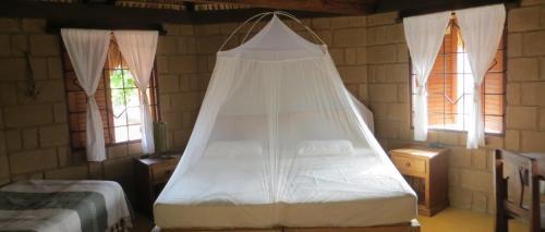 Cama o camas de una habitación en La Loma Linda: Bungalows, Yoga and Feldenkrais