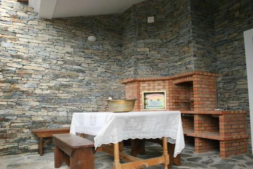 Um restaurante ou outro lugar para comer em Casa Dos Xarês