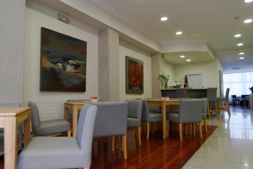 A restaurant or other place to eat at Hotel Vigo Plaza