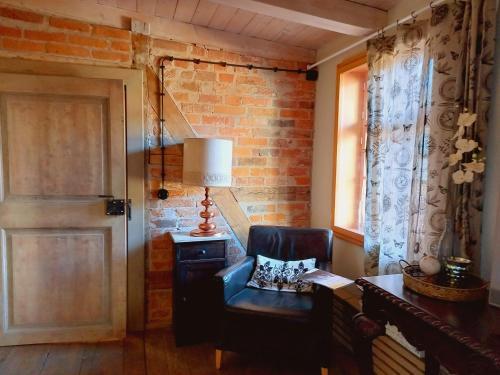 Ein Sitzbereich in der Unterkunft Apartment Silberne Lilie