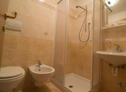A bathroom at B&B Cesa Marlen