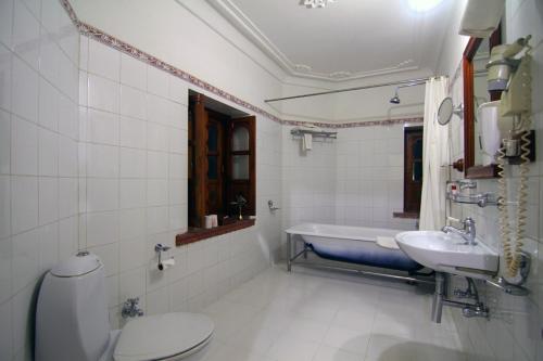 A bathroom at Jagat Palace