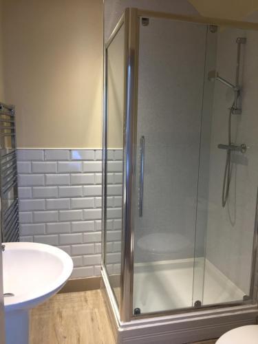 A bathroom at Marine Hotel