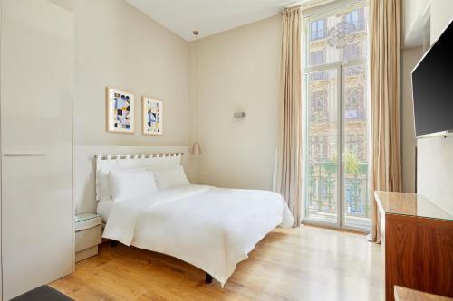 A bed or beds in a room at Sonder l Vasanta