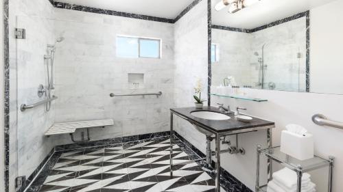 Un baño de Maison 140 Beverly Hills