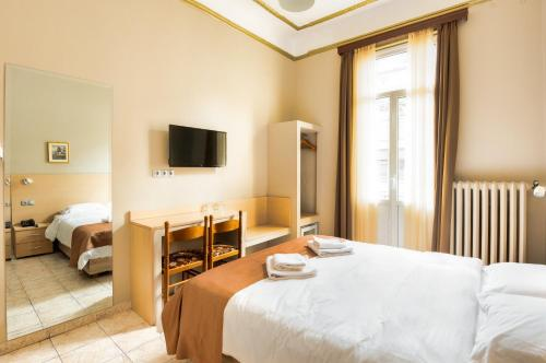 A bed or beds in a room at Nea Metropolis