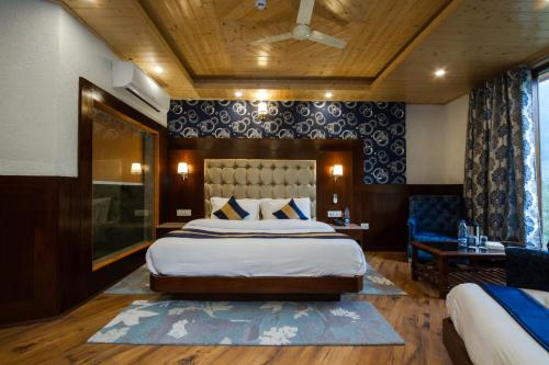 A bed or beds in a room at La Serene Valley Manali