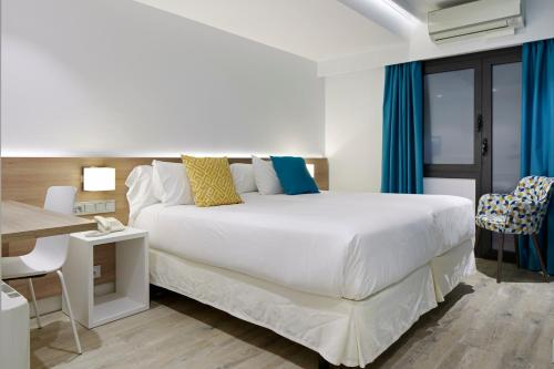 A bed or beds in a room at Hotel Parma