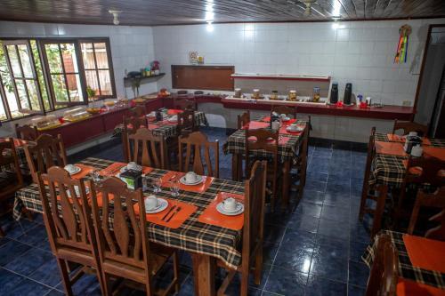 Um restaurante ou outro lugar para comer em Pousada Monsieur Rocha
