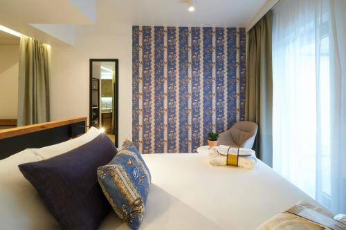A bed or beds in a room at Mercure Avignon Gare TGV