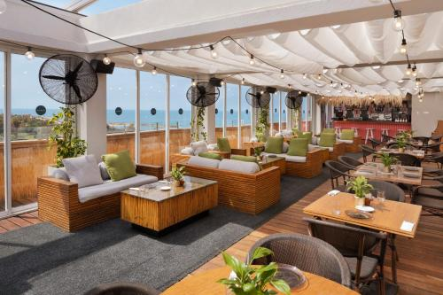 A restaurant or other place to eat at Alexander Boutique Hotel by the Beach