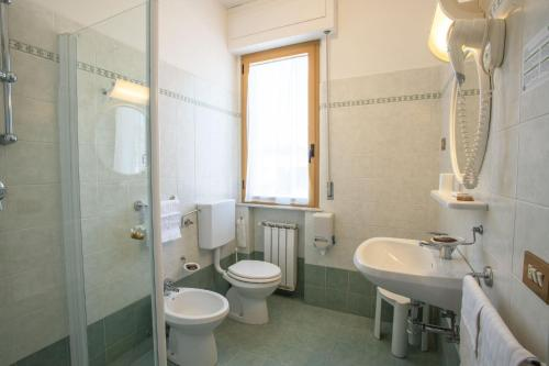 A bathroom at Eco-Hotel Edy