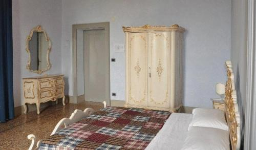 A bed or beds in a room at Albergo Villa San Giuseppe