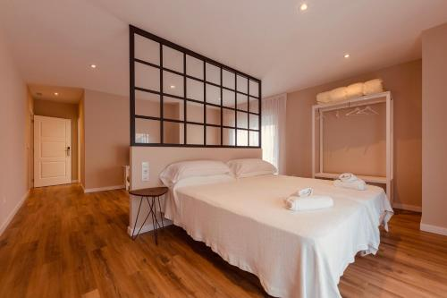 A bed or beds in a room at Hotel Casa Jurjo