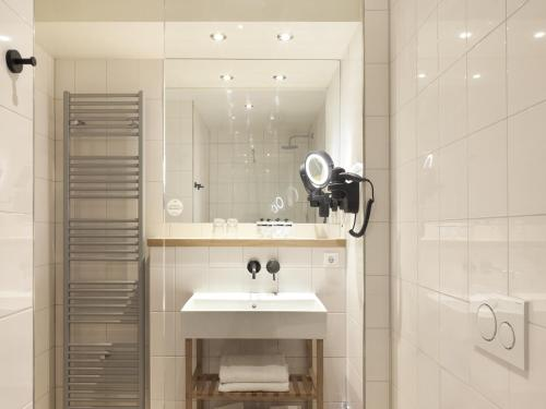 A bathroom at Townhouse Design Hotel & Spa