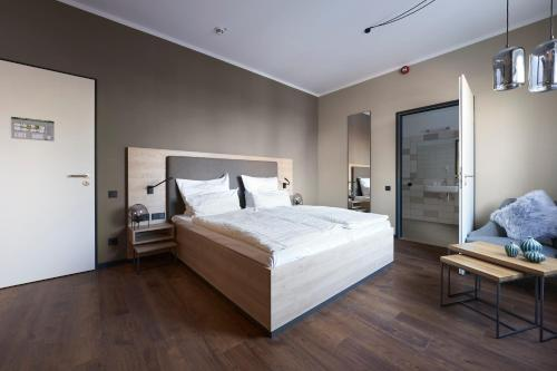 A bed or beds in a room at Hotel Marco Polo