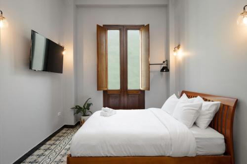 A bed or beds in a room at EL Colonial Adults Only