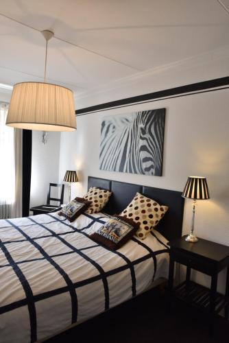 A bed or beds in a room at Herberg de la Frontière