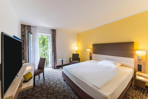 A bed or beds in a room at Park Inn by Radisson Köln City West