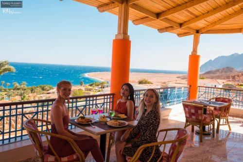 Een restaurant of ander eetgelegenheid bij Ecotel Dahab Bay View Resort