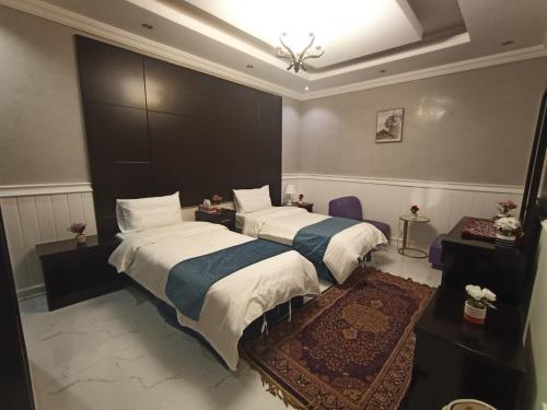 Cama ou camas em um quarto em Qasr Al Thuraya Hotel Apartments