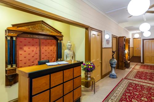 The lobby or reception area at 2 Dukes Daylesford